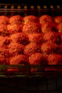 Постные тефтели из чечевицы под томатным соусом