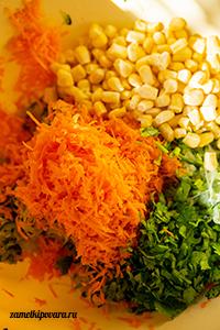 Кабачковые оладьи с кукурузой и зеленью