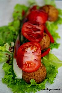 Вегетарианский ролл с фалафелем и овощами