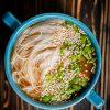 Мисо-суп с грибами, тофу и лапшой